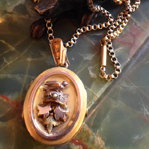 image-577776-Locket_14kt_bird_1295.JPG
